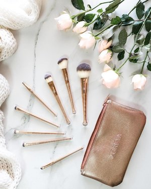 These brushes were unexpectedly good! So soft even softer than my other brush that I own with same price range.... These brushes hold powder well and apply to my skin evenly. Truly a gem plus the travel pouch is really pretty and good quality too. Full review up on the blog. Link on bio . . . #beautyproducts #instabeauty #flatlay #beautycare #beautyblogger #beautyproductmalaysia #clozette
