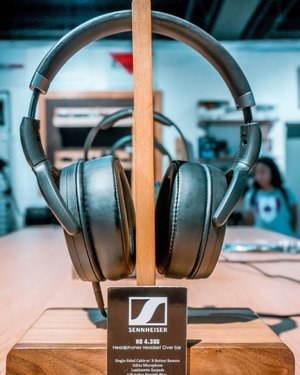 I remember sennheiser used to be my first ever headphone. Never disappoints. . . @sennheiserph