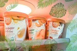 Ang init talaga sa Pinas! Beat the Heat with @selectaphilippines new Summer Collection in flavors Buco Avocado Swirl, Tsokolate Tablea Fudge and Peach Mango Float! Had a fun time with my dad. We are officially #ChillatHomies 😆 Swipe to see us bonding with Selecta Summer Collections jingle and also make sure to watch the official Chill at Homies video thru the link on my bio! 💗