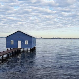 Ah such a gloomy #Thursday morning. #throwback a year ago, yes indeed, that famous blue house by the lake. Suits my morning mood today... #Perth #Australia . . . . #tbt #throwbackthursday #travelgram #traveladdict #travellogue #wanderlust #igtravel #travelphotography #igsg #passport #roundtheworld #traveltheworld #instagood #instatravel #adventures #vacation #holiday #sea #getlostnow #goplaces #clozette