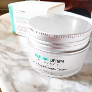 Do you moisturize every day? Was it really needed? Whether you have normal, dry or oily skin we all need to moisturize our skin. ⠀ ⠀⠀ ⠀⠀⠀ ⠀⠀⠀ I've been using this Natural Derma Project - Cica Bio Placenta Cream - it's a gel-cream and I often use it often after bath where I feel my skin is drier than usual. ⠀⠀ ⠀ ⠀⠀⠀ ⠀⠀⠀ I have dry skin for reference and moisturizers CAN BE my best friend. ⠀⠀⠀ ⠀⠀⠀ Some moisturizers once are my enemy, ASK ME WHY? I got those MILLIA over my eyes some years ago, mine was hereditary however there are also other causes of Millia - occlusive moisturizers - I skip eye area if there's a product which mentions lanolin or petrolatum on the first 3 ingredients. Well, even this is not an eye cream, splatting moisturizer over the face is my routine. ⠀⠀⠀ ⠀⠀⠀ Ingredients wise, this is a pass! there's your skin savior Cica! but what's Bio Placenta? As per google: Bio-Placenta: A patented ingredient with properties that include - accelerated healing of the skin, increases rate of skin renewal, helps to slow down thinning of aging skin, reduces wrinkles, boosts collagen and elastin synthesis, and promotes skin rejuvenation. Sounds good? Yees! ⠀ ⠀⠀ ⠀⠀⠀ Price: Php 1950 - I shared on my blog where to buy ⠀⠀⠀ ⠀⠀⠀ ⠀⠀⠀ ⠀⠀⠀ ⠀ ⠀⠀⠀ ⠀⠀⠀⠀⠀ More thoughts about this product on my blog!  #NATURALDERMA #CICABIOPLACENTACREAM #CICACREAM  #RECOVERYCREAM #CHARIS #CHARISSTORE #charisAPP @hicharis_official @charis_celeb @naturaldermaproject.official
