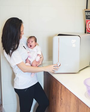 •𝓜𝓸𝓽𝓱𝓮𝓻𝓱𝓸𝓸𝓭• • Let's be real. Motherhood ain't easy. Lots of trial and error to make sure my little one is comfortable. Many nights of crying and coaxing to let @shanelleheng get used to us again after my nanny had left. It's not easy and there's new things to learn everyday. I hope it will only get better from here. • 📸: @lionel_ 👶🏻: @shanelleheng . •  #fromtlo #tlocomsg #A03TLO #TLOa03 #TLObaby #madeinkorea #koreanbabyproducts #sabsohootd #shanelleheng #sohhengfamily #sabsohmummyjourney #clozette #haenim #haenimbaby #haenimsingapore #haenimuv #haenimbreastpump #haenim7A #haenim7S