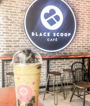 black scoop 🖤