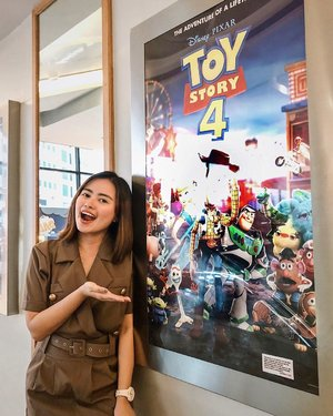 𝒀𝒖𝒑, 𝒔𝒕𝒊𝒍𝒍 𝒂 𝒌𝒊𝒅 𝒂𝒕 𝒉𝒆𝒂𝒓𝒕! — so excited to finally watch Toy Story 4 tonight with my fam! What a great way to end my Saturday ♥️ This Disney kid in me is alive once again! 🤩 @disneyphilippines #ToyStory4PH