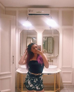 Mandatory bathroom selfie: Check! ✔️ Side note, really missing Bali and just travelling in general 😢 — #baliwithshania #clozette #ootd