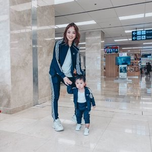 Not our costume... just our twinning outfits. 👩👦I wanted to retake our photo since his pants need to be pulled down but Riley just wanna get away from me and explore the airport. Swipe left to see Riley's annoyed face 😖😅😅😅 ... This was us at the airport, either I was carrying him or chasing him since he refused to sit on his stroller. 💪🏻 #mamaandson #sheilovesriley #clozette