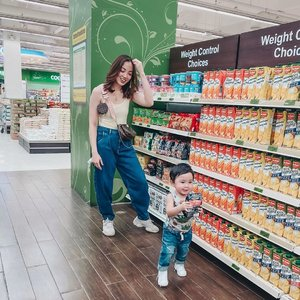 It's never a good idea to bring a toddler inside the supermarket... either your cart will be empty coz your too busy chasing him around or your cart will be full with all the stuff he puts inside. 😜😅😭 Not bringing this boy grocery shopping again... maybe after a year or so na.😅 Any other moms out there who can relate?🙋🏻‍♀️ #mamaandson #mamaandrileyootd #struggleisreal #lifewithatoddlerboy #clozette
