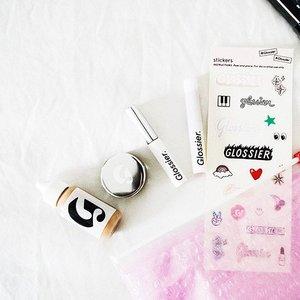 Makeup second. Smile Always. 👋🏼🙂💄 #glossier #phase2 #glossierpink #makeupessentials #igsg #clozette
