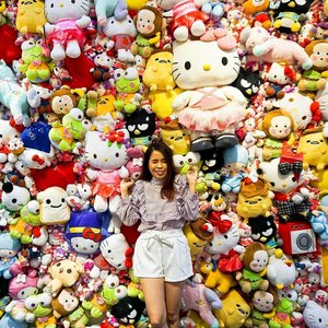 Have a colorful Friday 🎉 Can't believe that our dream gonna came true ✌ Super excited ❤ . . #SnowmanSharing #SharonOOTD #clozette #igers #igdaily #igo #instago #instadaily #hellokitty #SanrioTimesMalaysia #sanriocharacters