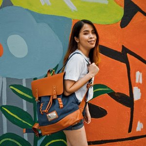 Eyes on my @gastonluga Gaston Luga bag 😚 I really love the color that I choose Navy and Brown color is such a fun and contrast color to match 💓 Can't wait to bring this bag to everywhere I go! #travelwithGL . . Use my code 'snowmansharing' to get 15%OFF on all items 💯 Link here 👉 https://gastonluga.com/my/ 😊 . . #snowmansharing #GastonLuga #GastonLugaMY