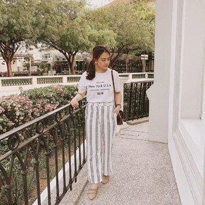 White and stripes as always, ❤️ - - - - Photo credits: @pleatsandfleur 😘 #clozette #twrootd