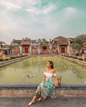 Just chilling at the garden of Tam Quan chùa Bà Mụ. • • The 400 years old tam quan gate, or three-entrance gate, is part of a complex known by locals as Ba Mu (Midwife) Temple on the city's Hai Ba Trung Street. The complex worships a life-protecting god. Hoi An natives visit the temple for a peaceful life, happiness and health for their children. #YuniQuetravels #YuniInHoiAn #YuniInVietnam #VietnamNOW #MyVietnam #TamQuan #BàMụ
