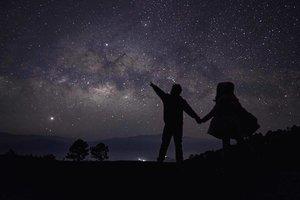Look at the stars, look how they shine for you ✨💫✨ Goodluck on your Aida 3 certification kots @johndeevalencia! Salamat sa pagpahiram ng anino mo para maachieve tong dream shot ko 😍🤪 #SelfLove 📸 @romarroca