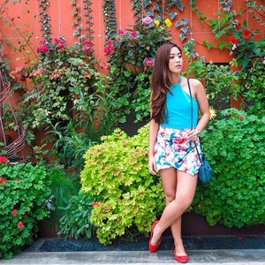 Blogged: Springtime on December on debbieanddemmie.tumblr.com 💕🌸💐🌻🌺 Find out more about my outfit on our 1st day in Singapore with Gardens by the Bay as my backdrop on the link above ❤️ #Clozette #Singapore #Fashion #OOTD #blogger #bloggerph @pilipinasootd