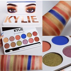 Do you guys have this palette already? Is it worthit? #clozette #kyliejenner #kyliemakeup #kyliepalette #peachpalette #makeupaddict #makeupobsessed #beautyblog #bbloggers #pinay #pinayyoutuber