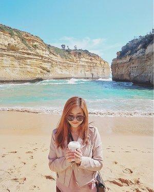Coffee by the beach ☕️ #clozette 📷: @vincehilltan