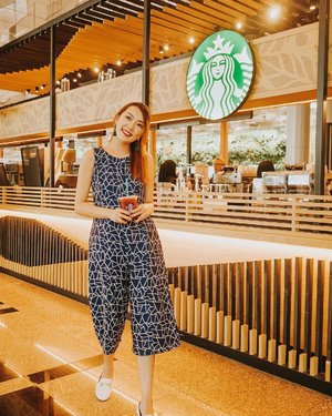 I love you weekend 💛 wearing new drops from @fairebelle. Can you guess which @starbuckssg outlet is this? #clozette