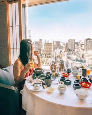 Breakfast views in Tokyo 💫  First time at #thecapitolhoteltokyu and we absolutely love it here! The staff are so attentive, tons of good food around the area and exploring Tokyo is such a breeze with the subway right at our doorstep 🍣🚝⛩ #tokyuhotelsglobal