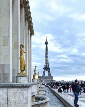 [FLASHBACK] Last year, in Paris all by myself. I miss #Paris. Do you? #fbf . . . #solotravel #parisisalwaysagoodidea #parisisbeautiful #divainmetravel #divagoestoparis #travelwithyen #travelblogger #lifestyleblogger #bloggerlife #clozette #paris #eiffeltower