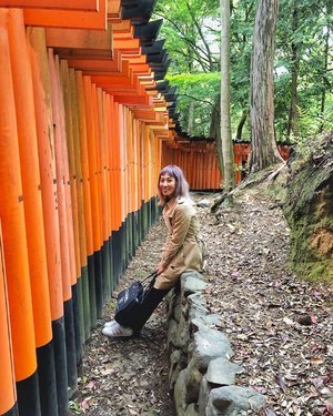 [KYOTO, JAPAN] Throwback to last year's Spring break in Kyoto. We walked so much n my legs need a break. So found this place with less ppl behind the red gates (torii) n took a good rest 😝 . Good memories I have in Japan. . . . #toriigate #redgates #divainmetravel #divagoestojapan #kyotojapan #burberrytrench #takeabreak #japan2018 #outfitideas #fashionblogger #travelblogger #chanelbag #malaysianblogger #bloggerlifestyle #clozette #throwback #flashbackfriday