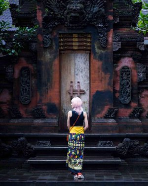 [THROWBACK] Remember when my hair was pink? Sometimes I do miss my colorful hair but for now, it's time to let it rest 😄 . Hair by @toniandguybangsar 📸 by @onceoverlightly 📍#tirtaempultemple . . . #pinkhairdontcare #pinkhair #pastelhair #highmaintenancehair #throwbackthursday #throwback #toniandguybangsar #toniandguymalaysia #travelblogger #beautyblogger #travelphotography #backatyou #tirtaempul #wanderlust #clozette #flashback #ubudbali #ubud #divagoestoindonesia