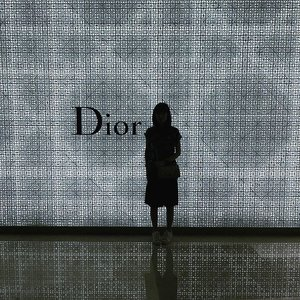 Had a tour at the new Maison #Dior in Ion Orchard. Have you been there? You can take the tour with me thru my #Snapchat now - Stilettoesdiva. Enjoy the tour 😀  #maisondior #ionorchard #christiandior #newstore #fashion #highfashion #singapore #clozette #fashionblogger #minitour #ootd #outfit #flagship #flagshipstore