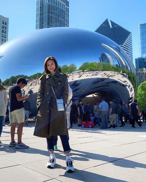 [CHICAGO] Made it to Chicago! Don't be fooled by those ppl who r wearing tees n think it's warm. 18C (64F) in the Windy City?? Clearly, they r not from Malaysia but I am! 😂 . . . Shop your screenshot of this pic with the LIKEtoKNOW.it app.  http://liketk.it/2Cwnd #liketkit @liketoknow.it #LTKshoecrush #LTKstyletip #LTKtravel #chicago #illinois #divagoestochicago #travelblogger #wanderlust #clozette #burberrytrench #classictrench #acnestudios #sneakers #windycity #malaysianblogger #divainmefashion #clozette