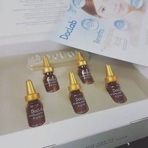 DOCLAB ampoules from Korea, can this reduce my fine lines and wrinkles and reverse aging? I'm waiting for my Pobling Ion Applicator from #altheakorea to use together with this very premium Hyaluronic Acid  #kbeauty #clozette #beauty #ampoule #skincare #bblogger #doclab #antiwrinkle #antiaging