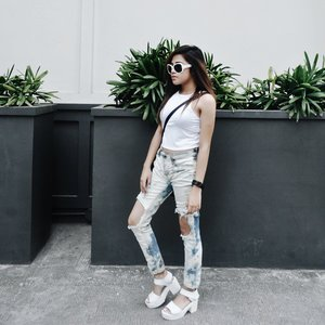WHT earlier today. Top from @bandc_ , personal DIYed pants from Hollister and shoes from @shoponlinepilipinas #ootd #pilipinasootd #clozette