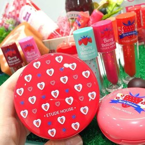 Ooh 😍 I can't stop swooning over @etudehousesingapore 's new Berry Delicious Collection! There are 10 shades of their Berry Delicious Colour in Liquid Lips Juicy and 1 of 'em (in mint) actually changes from green to a rosy tint that suits your lips! 😘 There's also the Berry Delicious Cream Blushers (3 shades), Berry Delicious Strawberry Soufflé Nails (10 shades). Oh and of course, the special edition Mineral Any Cushion! Will upload more photos of the full range soon! 😊  #etudehouse #etudehousesg #에뛰드하우스 #beauty #beautyblog #beautyblogger #clozette #skincare #skincareblogger #beautytalk  #beautyaddict #bblogger #instalove  #makeup #makeupjunkie #makeupaddict #makeupstash  #asianskincare #koreanskincare #koreanbeauty #koreancosmetics #kbeauty