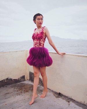 When you look around, this life is pretty amazing 😊 Dress : @indryana.forrent | @indryanaramli Hair: @arugawa12 Photographer: @jilljazy - - #clozette #indonesiandesigner #sponsored