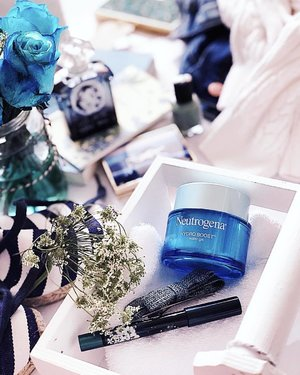 < Midweek (Hydro) Boost & Giveaway> 💙  Hope you're having a fabulous week so far! I have 2 pairs (4 pax) of tickets (worth $370 each) to give away! . So prep for a fun weekend next Saturday (26 May) with Neutrogena for a lovely afternoon  of light bites and floral styling. Learn how to style and bring home your own floral centrepiece and a goodie bag worth $120! •••••••••••• •••••••••••• . To enter, tell me what's your favourite flower, then TAG the friend you'd like to bring along (no limit to entries, I understand you have many bffs and kakis!)!! . Contest ends this Saturday evening. 2 winners (4 pax) will be picked! 💙 . ••••••••••• ••••••••••• . . #NeutrogenaSG #Clozette