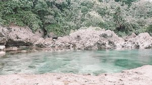 Clear waters at #Magpupungko and also a rare sight without people. 🥰 — #clozette #findingjoyinthemundane #travel #siargao