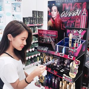 Get ready to rock those captivating and glimmering eyes using the best eyeliners and mascaras in town! Check out Maybelline's awesome promotion this month in selected Watsons stores. I can't enough of their mascaras! 😊 #MaybellineSG #Clozette #QueenofNewYork #whadverts