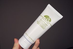 Really love using the Origins 10 Minutes Face mask so far!  The product comes in a thick white paste, easy to spread and has a menthol scent to it....sort of reminds me of Vicks Vaporub! I don't mind the scent of the product since it is still relatively pleasant but it might be a turn off to some people. After leaving the mask on for 10 mins, I rinsed my face thoroughly and I like how my skin feels after. Clean and refreshed but not drying at all! My skin also feels slightly smoother and while I don't have any major visible acne inflammation on my skin to know if the product will work on calming those inflammations, I feel like this product is a good option for me to use when I feel like my skin needs to de-stress. I would highly recommend this product if you have combination to oily skin (: