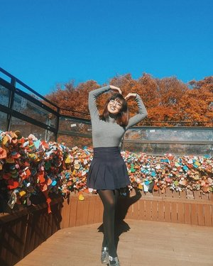 All these love locks but no one to seal a lock with... please travel with me na @emilioamistoso 😊🔐✈️ . . .  #lovelocks #namsantower #seoultower #korea #travelrepost #iamtb @travelbloggeres #travellingthroughtheworld #travel #TravelokaPH #travelthoughtsph #stylefeedph #clozette @clozetteco #bloggerbandfam @blogger.band #Fashionsuspect @crimesoffashion.ph #phstreetstyle @phstreetstyle @basicbloggersph #basicbloggersph