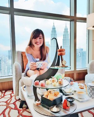Pampering afternoon tea with a gorgeous view of the iconic KLCC. I could totally get used to this ☕️ . . . . #afternoontea #afternoonteatime #hitea #altitudebanyantreekl #banyantreekualalumpur #banyantreekl #goodfoodgoodlife #nomnomnom #eeeeeats #eatdrinkkl #foodies #onthetable ##discoverkl #klcc #klccview #theview #cityview #fromthetop #mycity #chillaxin #exploremore #travellushes #travelbug #lastweekstory #clozette