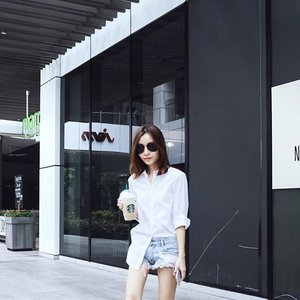 Coffee run with @vixoque the other day, in my favourite white shirt ever since I bought it over from @dreachong 's racks at #weflea15 ☕️💕 #clozette