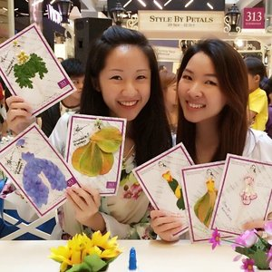 @bellepqz & I with our designs! 😊👭💐💗 Been a while since I've spent a lovely afternoon doing something creative & crafty!☺️ This event is live at 313 Somerset atrium till 7pm today and ongoing next Sunday, 12 Oct 1-7pm as well so come on down with your BF/BFF and have some fashionable fun! 😉 #enabalista #clozette #313stylebypetals