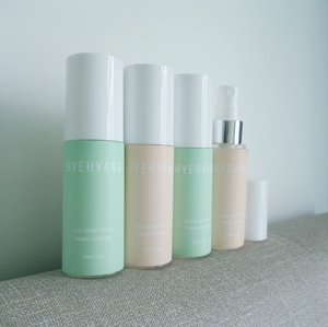 @HYEHYANG__ is a #scent_brand from #Korea, they specialize in the handmade  #Fabric_Perfume s which guides the emotions of a theme in a scent and with the natural #Jeju_Scent. These #fragrances are not only for clothes but also for bed, curtains & carpet. They are suitable for hard-to-wash fabrics such as hats, gloves & thick coats. It has an excellent deodorizing effect for perspiration & smoke and is also effective in deodorizing sneakers. Just spray it at a 10cm to 20cm distance away from the intended area. It also has an anti-static feature.  There are 12 scents in the range, one for each month of the year and they all come with very interesting names. The following are the 4 i have.. > May [Hello from Forest | 숲의 인사] - A woody, refreshing and unique citrus scent of the cooling morning spring Bijalim forest in Jeju. > Jun [Dream of Girl | 소녀의 꿈] - After a summer shower, the moist grass scent and floral & graceful scent of blooming hydrangea. > Nov [Star of Jeju | 제주섬의 별] - A refreshing, sweet & citrus fruit scent of Jeju's specialties and mud smell. > Dec [Waiting for While | 오랜 기다림] - The woody & calm scent of winter Halla mountain in Jeju. (This is my fav #fragrance among them.) You can get the #HYEHYANG -  #FabricPerfume s in Singapore and they are available on @Shopee_SG here: https://link.capssion.com/r/4OFvgp  #Clozette #Perfume #Perfumes #ShopeeSG #Shopee_SG