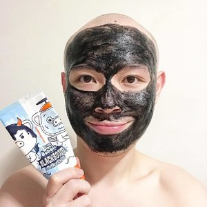 🦁🦁🦁 Still the easiest multi-steps in one product in my arsenal. This Elizavecca Hell-Pore Bubble Blackboom Charcoal Pore Pack combines the effect of a cleanser, a massage cream, and a charcoal mask for the lazy night. . It also helps that Collagen, Sodium Hyaluronate, Allantoin, Panthenol, Vit E, and a couple of botanical extracts are added to condition the skin as the deep cleansing Charcoal does its intended job. ——— PS. Watch out for tomorrow's featured post as I share with you my current acne-busting steps.