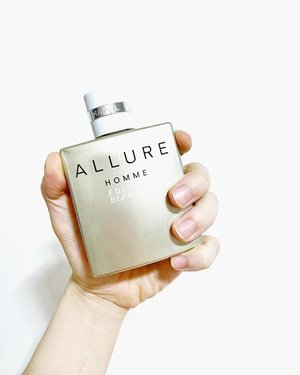 "🦁🦁🦁 People who knows me knows that my favorite of perfumes is Chanel Allure Homme Blanche Edition. It is also what I famously dubbed as ""Sex In a Bottle"". It is. Let me tell you why. --------------------------------- Chanel Allure Homme Édition Blanche EDP - a men's fragrance with a burst of citrus freshness of Sicilian Lemon and Calabrian Bergamot, that then settles into a warm and sensual notes of Sandalwood, Haitian Vetiver, and Madagascar Vanilla (source: Chanel) --------------------------------- This perfume was love at first smell. I remembered thinking, wow, this smell is so fresh, so sensual, so ""delicious"". It is the kind of lingering smell that you'd want to take in when you are close to your partner. Or when you hug your partner and that is what the scent that envelopes you. . Oh, should I have put a PG rating on this post? — #Chanel #ChanelSG #ChanelAllureHomme #ChanelEditionBlanche #Fragrance #MensFragrance"