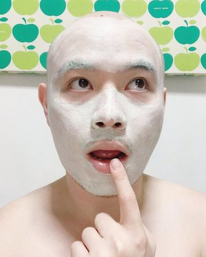 🦁🦁🦁 Oops. Did I set the alarm for 15 minutes? . Featuring a recent favorite: Innisfree Bija Trouble Mask. Retails got $19/120ml and has pimple fighting 2% Salicylic Acid, calming and soothing Green Calamine, and skin improving Bija Seed Oil among other things. —— #Innisfree #InnisfreeSG #InnisfreeBijaTroubleMask #Maskfie