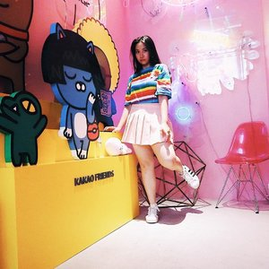 Eerily judging you from a @wego_official store 🏬