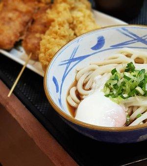 Quick bite of Sanuki udon with onsen egg at Marugame Udon before boarding.  #clozette #cooljp #cooljapan #foodspotting #iweeklyfood #fooddaddict #foodgasm #foodpic #sginsta #sgeats #foodshare #nomnom #igersgs #foodporn #yummy #foodsg #burpple #sgfood #sgfoodbloggers #udon #noodles #japanesefood