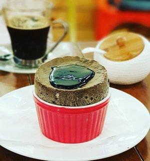 Kuro Goma Soufflé at Miam Miam Cafe; Japanese black sesame flavour.  #clozette #cooljapan #foodspotting #iweeklyfood #fooddaddict #foodgasm #foodpic #sginsta #sgeats #foodshare #nomnom #igersgs #foodporn #yummy #foodsg #burpple #sgfood #sgfoodbloggers #sgfoodies #igfoodies #souffle #desserts
