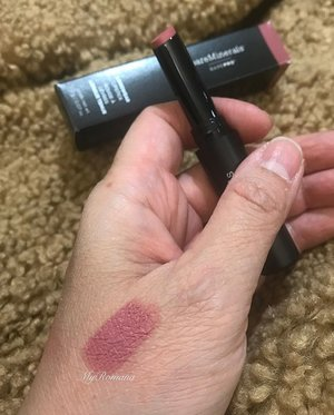 Trying out @baremineralsuk BarePRO™️ Longwear Lipstick in Petal. I love the sleek matte casing. I saw 2 shades I like but let's just try 1 first & see how it goes. It swatches smooth and buttery on my hand. On my lips it glided on like butter. I think this moisturising formula would be perfect for dry lips especially in the winter ❄️ Anyone tried this too? • • S I L K Y • • #MyRomana #Clozette #BareMinerals #BareMineralsBarePRO #BarePROlipstick
