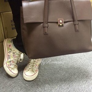 Warehouse visit #shoefie  @nextofficial @modaluengland #shoes #sneakers #fashion #style #modalumoments #clozette #fashiondiaries #casual #shoeoftheday #bagoftheday
