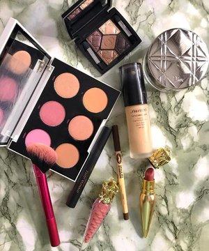 #ShoppedMyStash all week to rediscover gems in my #makeupcollection • • • • #MyRomana #clozette #makeupoftheday #motd #flatlaystyle #discoverunder100k #instamakeup #beautycommunity