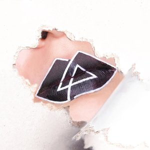 So... my favourite bands had decided to come to Singapore in my poorest year. As if missing  out on the chance to watch Paramore (previous post) live isn't bad enough, I also have to pass on the opportunity to watch 1/6 of @linkinpark perform. Y u come now @m_shinoda 😭  So here's the original Linkin Park logo on my lips because even though Chester has left us, LP is still OT6 in my heart ❤❤❤ ■■■■■■■■■■■■■■■ Products used: ❤ Black: @maccosmetics Lipstick in Hautecore (mattified with Studio Fix Perfecting Powder) ❤ White: @jeffreestarcosmetics Velour Liquid Lipstick in Drug Lord ■■■■■■■■■■■■■■■ #clozette #discoverunder100k #sephorasg #lipartsg #lipart #makeupporn #makeupaddict #makeupdolls #cutcrease #makeuplook #makeupblogger #makeuplove #motd #bbdaretoshare #beautygram #makeuptalk #featuredmuas #wakeupandmakeup #xobeauty #avantgardemakeup #undiscovered_muas #blazin_beauties #festivalmakeup #underratedmakeupbabes #theartistedit #100daysofmakeup #atarahmayhew #wamfam #undertheradar_makeup #linkinpark